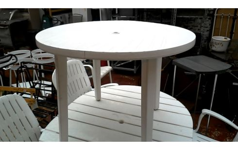 Achat TABLE DE JARDIN RONDE BLANCHE occasion - Etterbeek | Troc.com