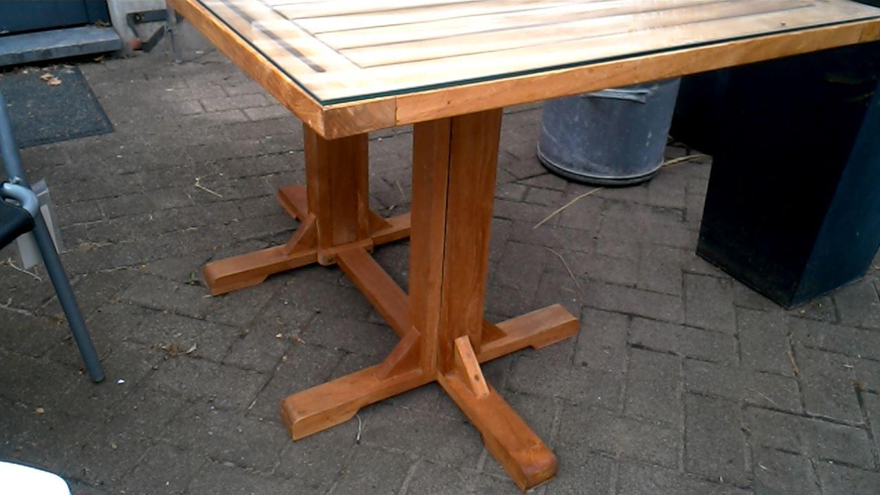 TABLE DE JARDIN TECK